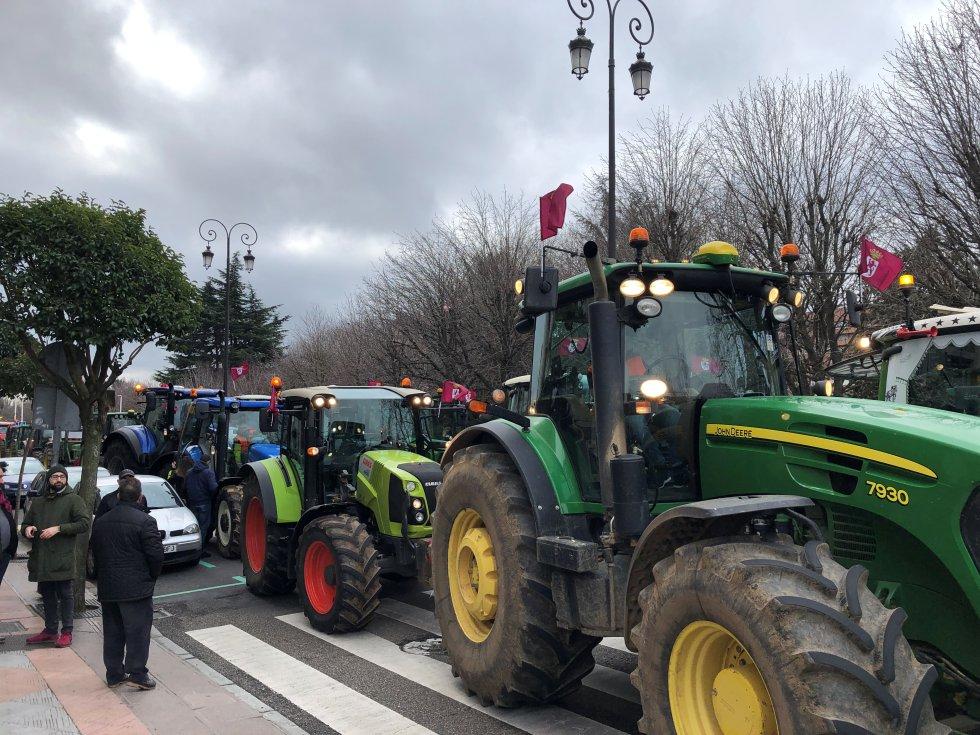 53 tractores cerraron la manifestación en León, movilzados, en su mayoría, por el sindicato UGAL - UPA