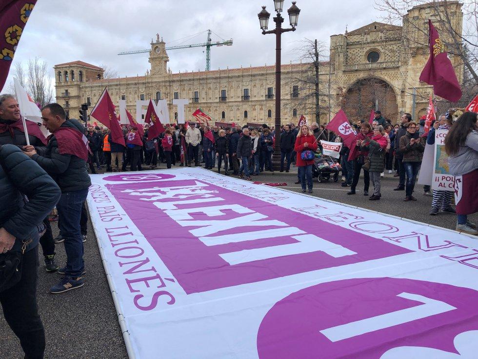 La reivindicación de una autonomía propia fue visible en toda la marcha en León capital