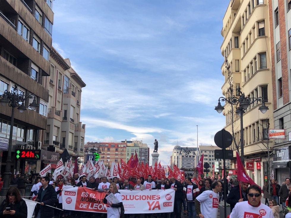 La cabecera de la manifestación contaba con la presencia de los líderes sindicales de UGT y CCOO, Pepe ÁLvarez y Unai Sordo