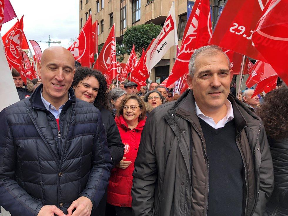 El alcalde, José ANtonio Diez, fue muy ovacionado cuando los sidnicatos le agradecieron en el estrado haber apoyado la marcha