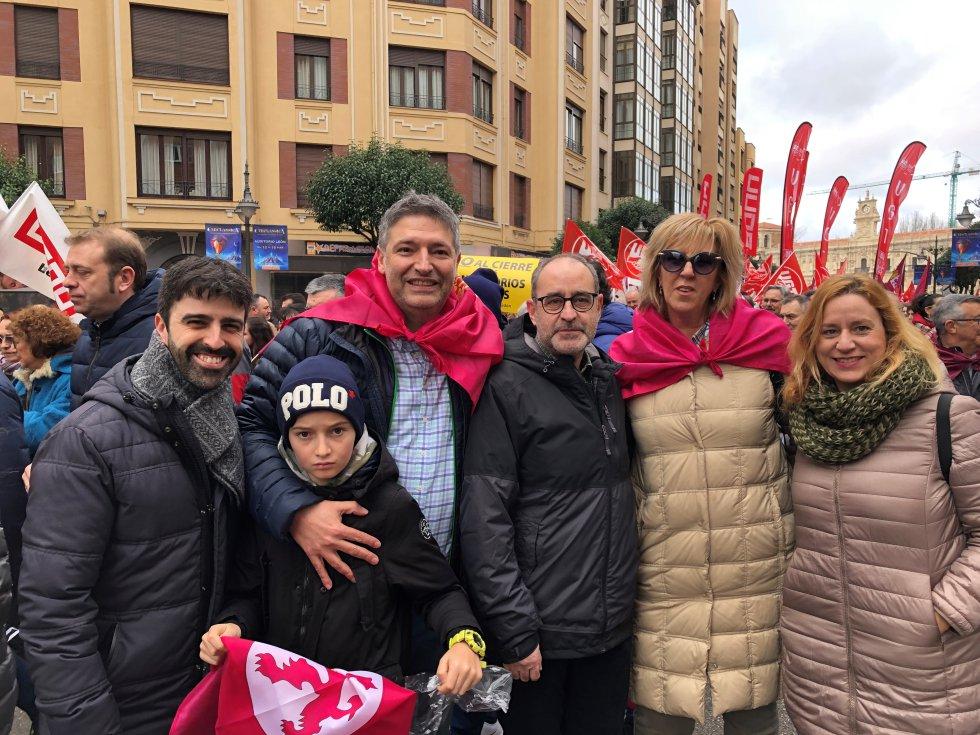 Representantes del Círculo Empresarial Leonés, con su presidente Julio César Álvarez a la cabeza, participando en la marcha
