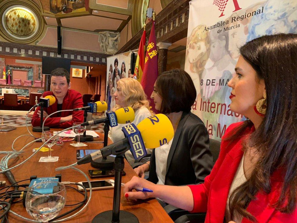 En el programa hemos tenido una tertulia de diputadas con la presencia de Maria Marín (Podemos), Gloria Alarcón (PSOE), Miriam Guardiola (PP) y Valle Miguélez (Ciudadanos)