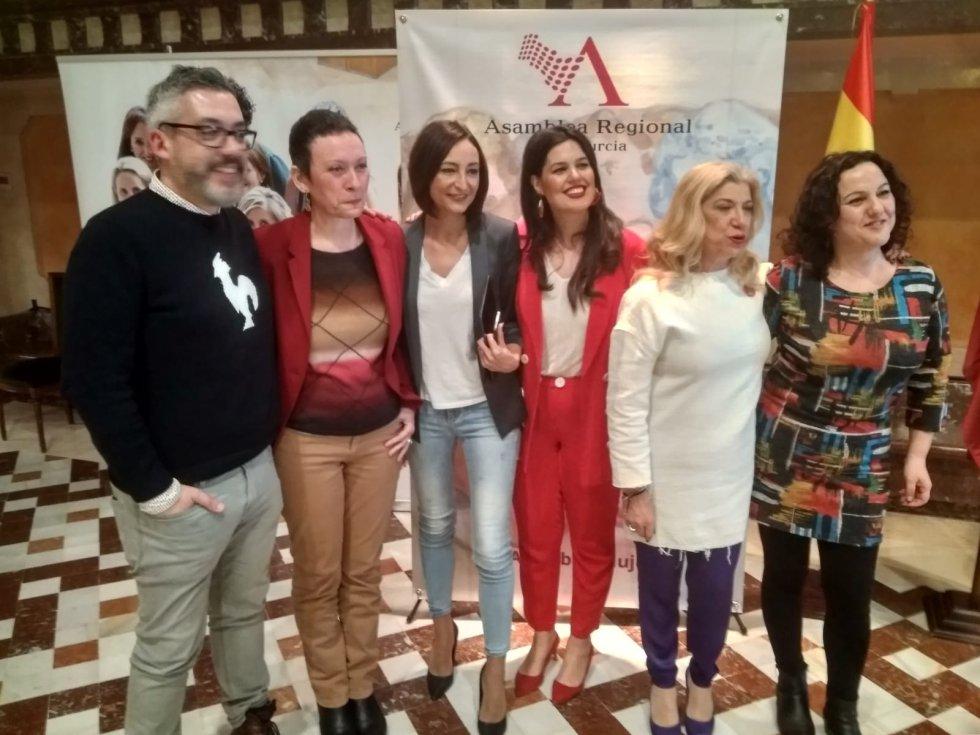 Paco Sánchez, María Marín, Valle Miguélez, Miriam Guardiola, Gloria Alarcón y Maica Sánchez