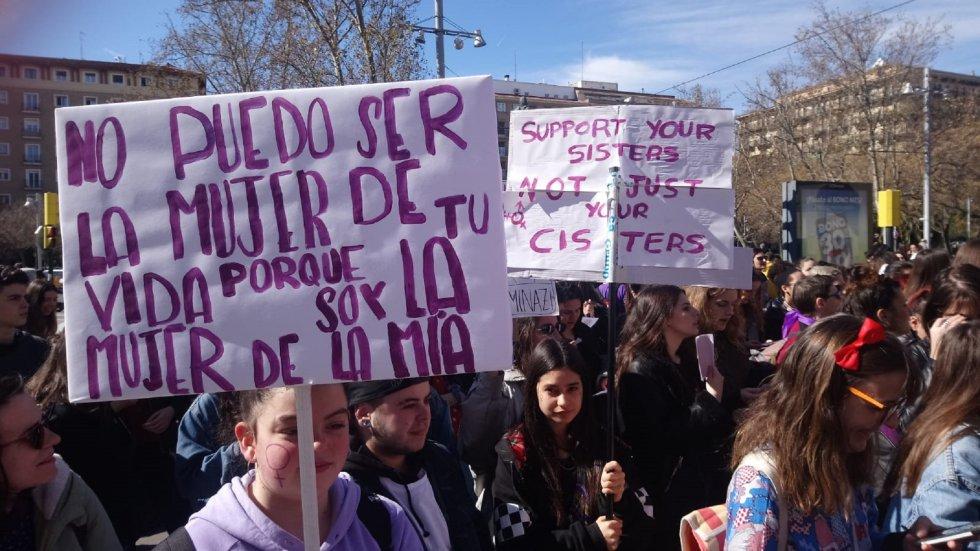 Lemas de la manifestación estudiantil de la mañana que partía de la Plaza San Francisco de Zaragoza.