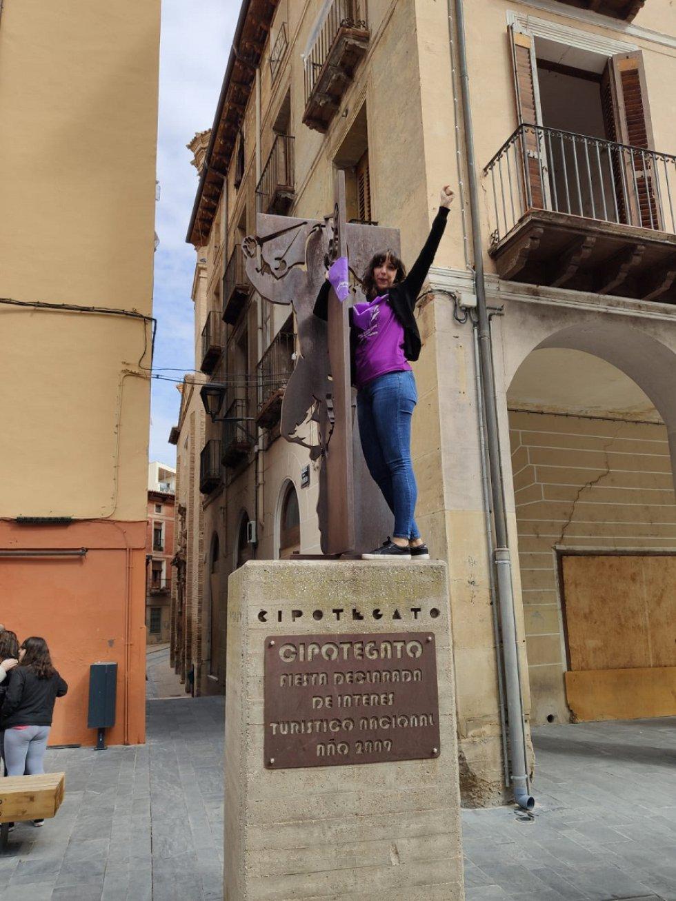 """Inicio de la performance de """"Un violador en el camino"""" que se ha llevado a cabo en Tarazona."""