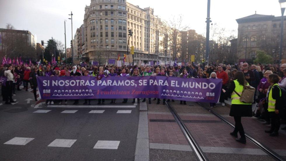 Imágenes de las manifestaciones que recorren Aragón este domingo por la tarde.