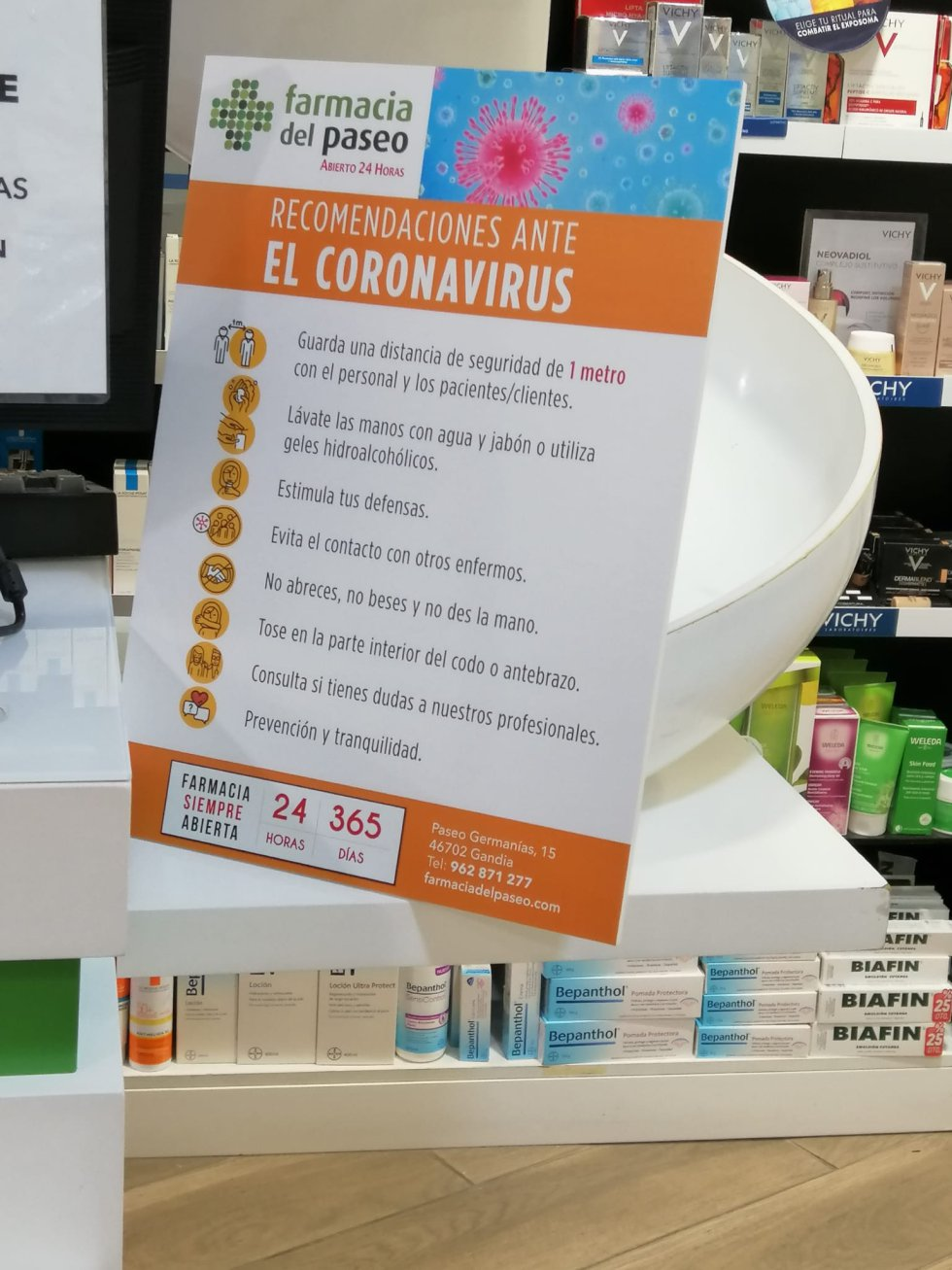 En las farmacias de la ciudad los carteles con consejos y recomendaciones ya son habituales