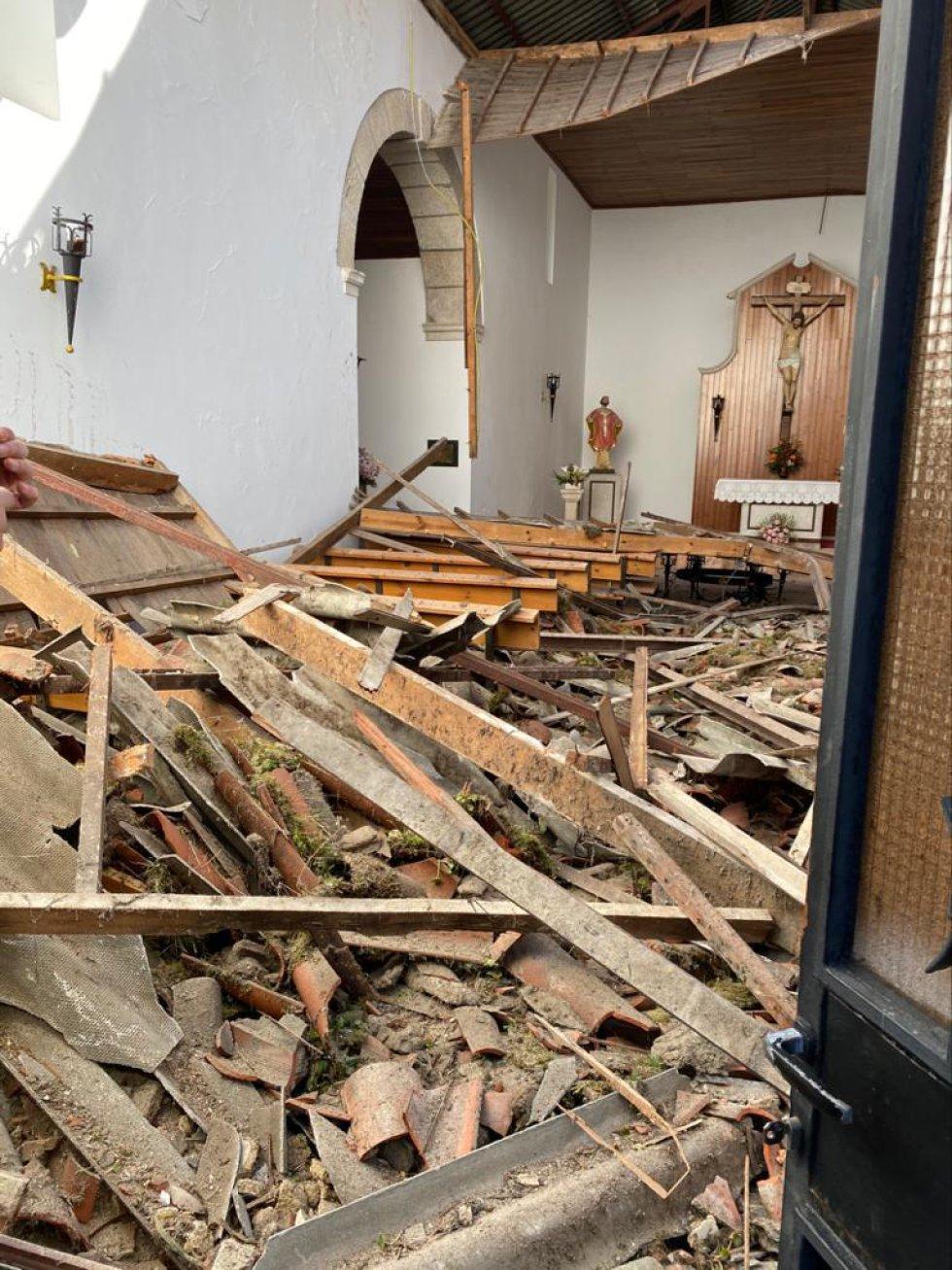 Así quedó la Iglesia del Cristo por dentro y por fuera tras caerle una grúa de obra