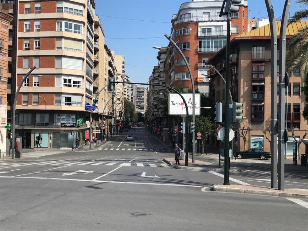 Gran Vía desde la Plaza Martínez Tornel (Murcia)