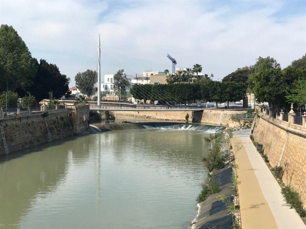 Tramo urbano del río Segura a su paso por Murcia