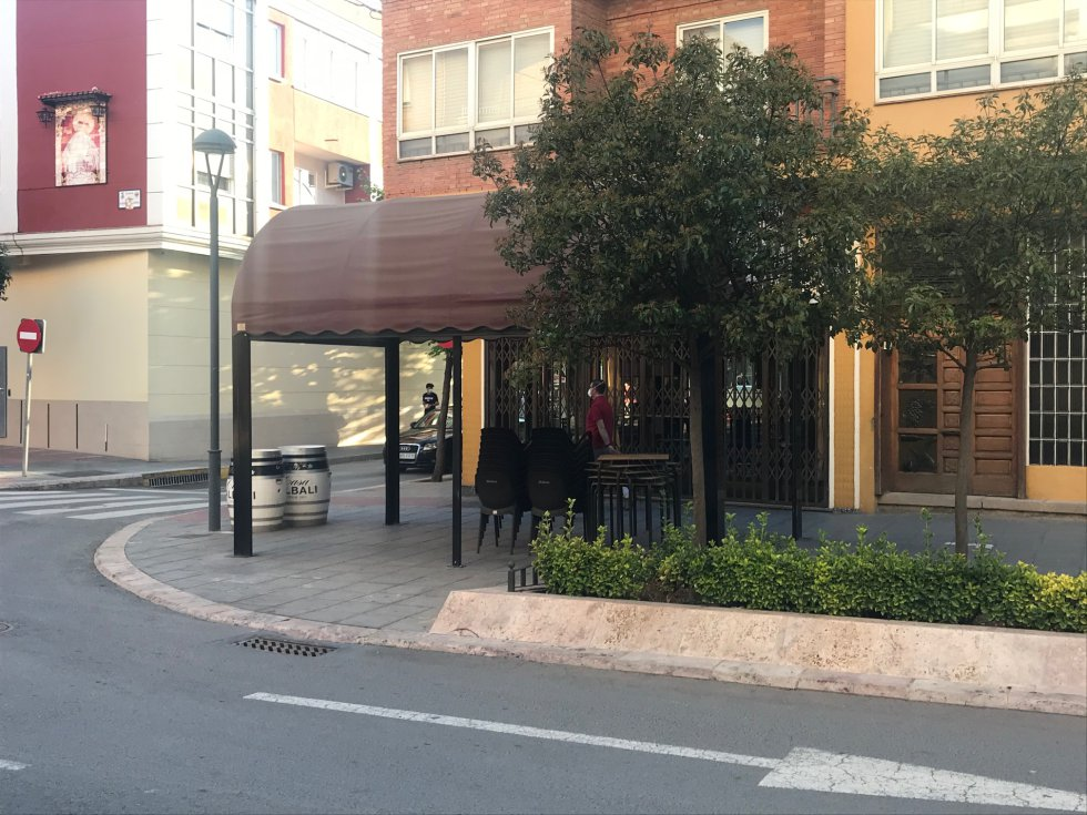 El Bar Primi, en la Calle Ancha, cerrado, a pesar de permitirse la apertura de las terrazas con un 50% de las mesas habituales