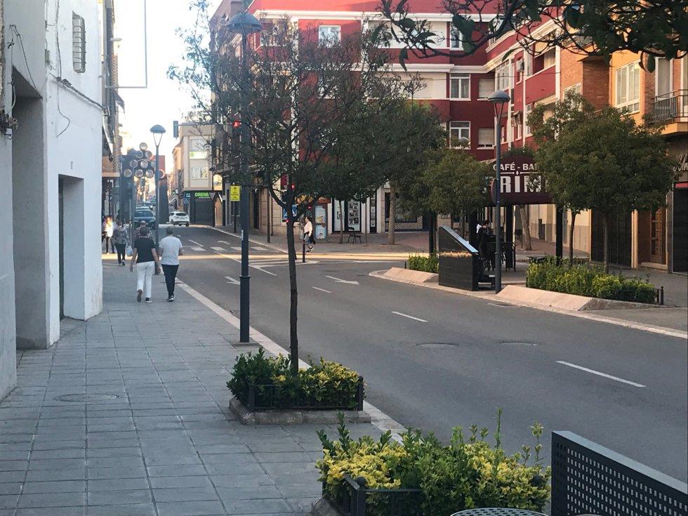 La afluencia de personas en la Calle Seis de Junio, pasadas las 20h