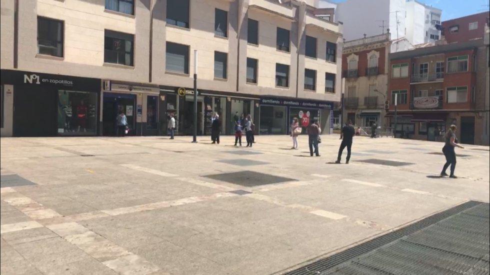 Colas para echar las apuestas en la Administración de Lotería, en la Plaza Nueva de Valdepeñas