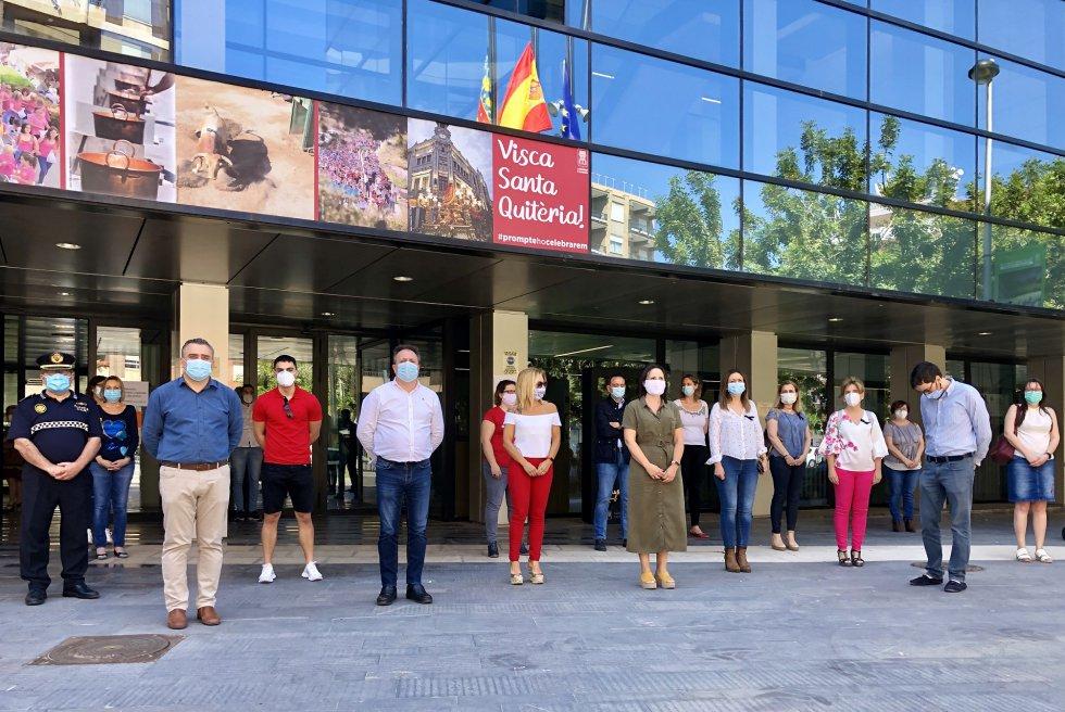 Minuto de silencio en el Ayuntamiento de Almassora