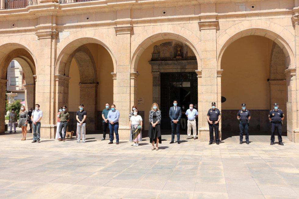 Minuto de silencio en el Ayuntamiento de Castelló