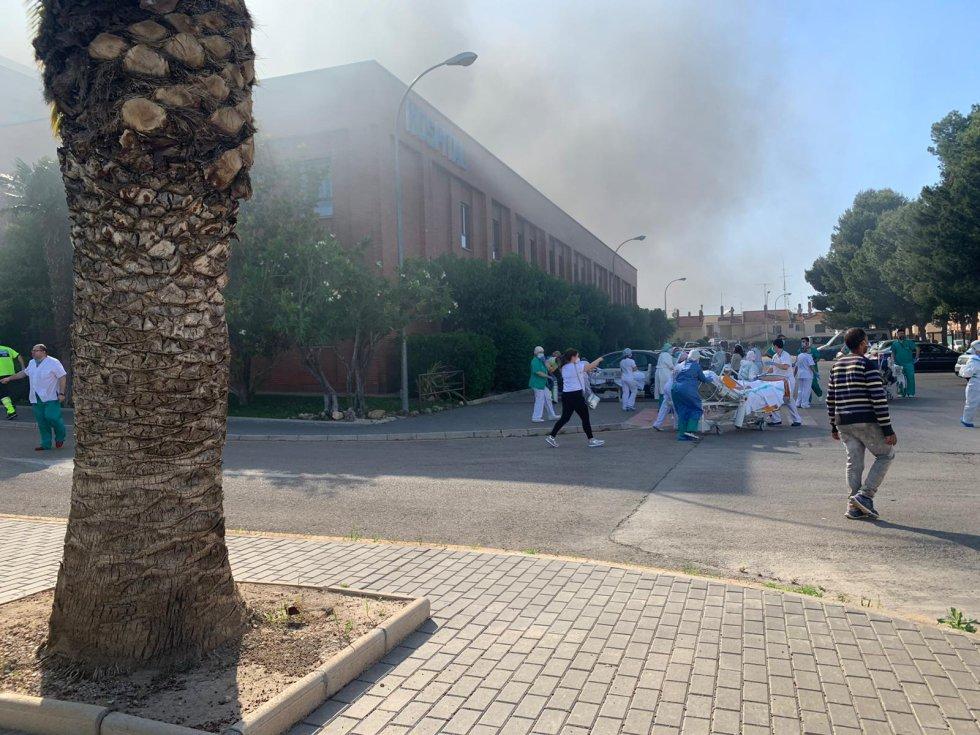Las imágenes del incendio en el hospital de Hellín