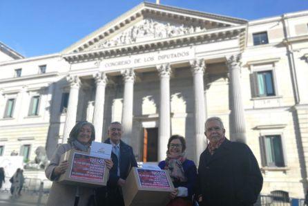 Entrega de las primeras 130.000 firmas en el Congreso de los Diputados