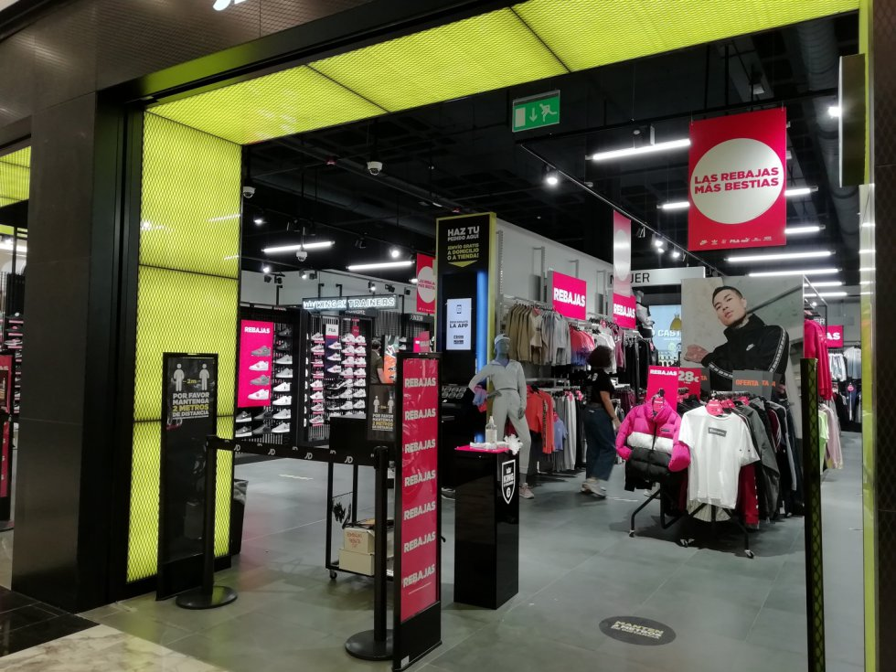 Los centros comerciales reabren sus tiendas