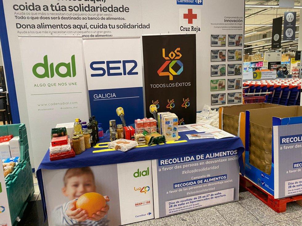 Recogida de alimentos con Radio Galicia en Carrefour Santiago de As Cancelas