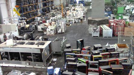 Imagen de la empresa de reciclaje en Aznalcóllar donde se han producido las detenciones de la Guardia Civil