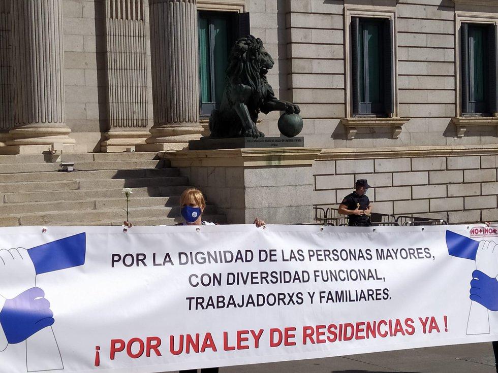 Las concentraciones contra la gestión pública de las residencias de ancianos se han repetido en otra decena de ciudades españolas