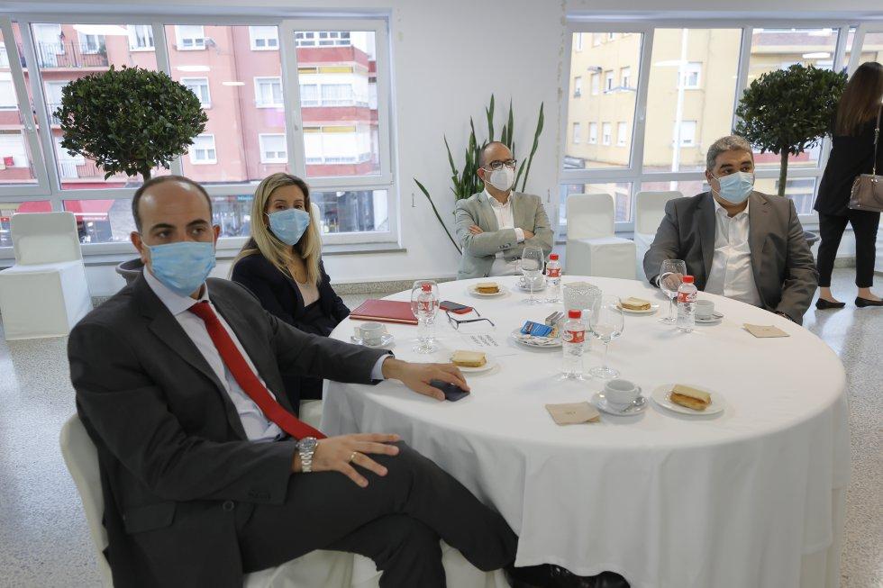 A la derecha, el presidente de la Cámara de Comercio, José Luis Quintanilla, junto a otros representantes del sector.