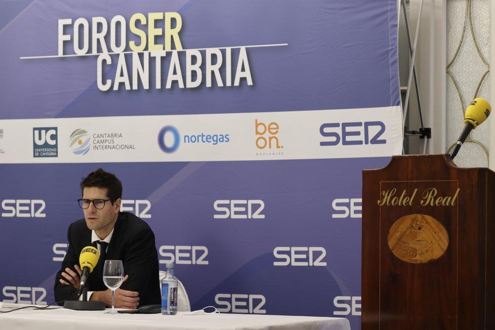 Javier Benito en otro momento de su intervención en Foro SER Cantabria.