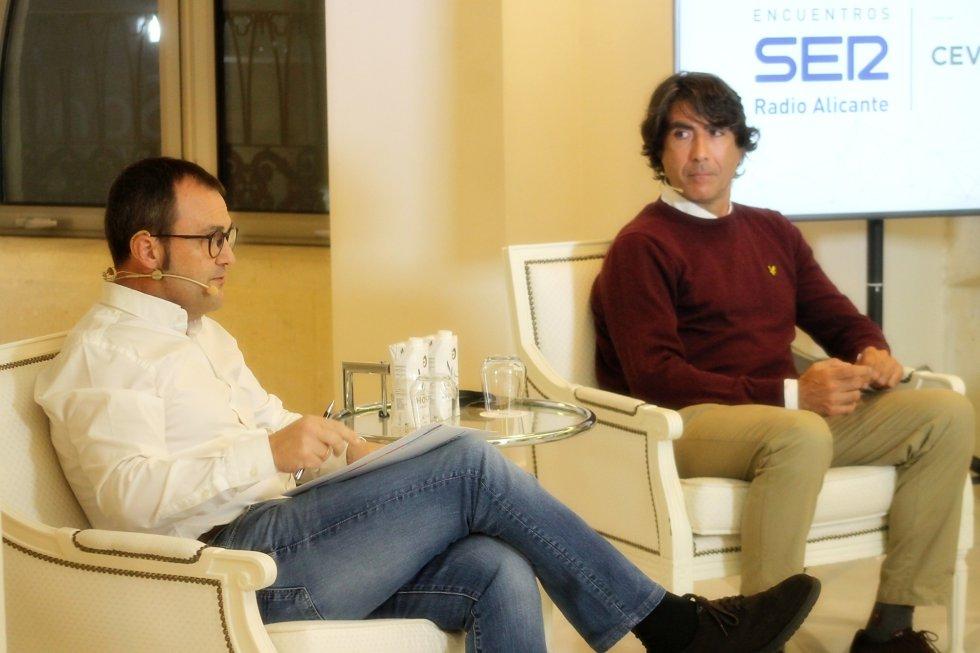 César Anca, presidente de la Asociación de Restaurantes de Alicante (ARA) y Javier Galdeano, presidente de la Asociación de Locales de Restauración y Ocio de Alicante (ALROA)
