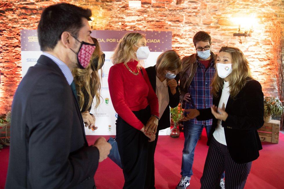La Ministra de trabajo con parte del equipo de Radio Galicia Cadena SER