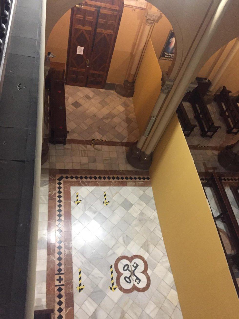 Fotogalería: El Hospital Provincial de Castelló convierte la iglesia del centro hospitalario en una sala de espera