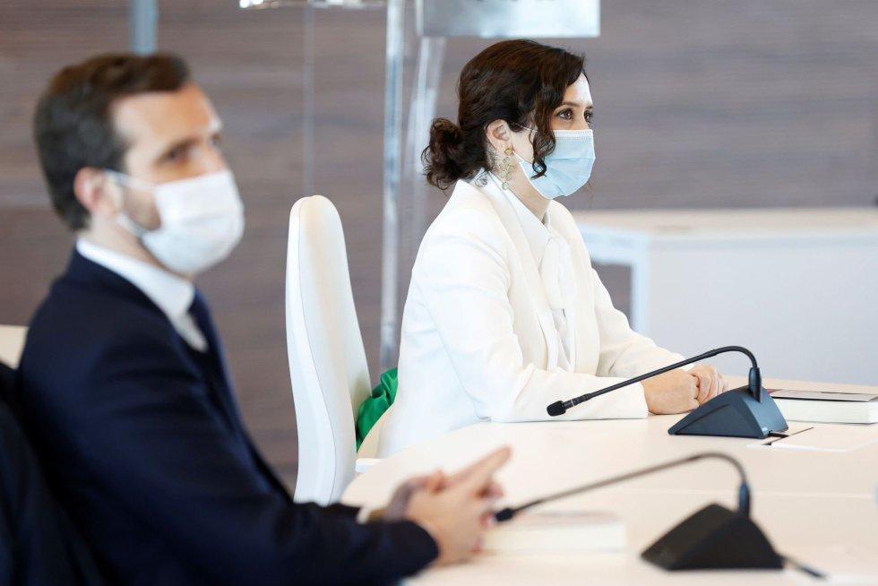La presidenta madrileña, Isabel Díaz Ayuso, junto al presidente del PP, Pablo Casado, durante la inauguración del hospital de Emergencias Enfermera Isabel Zendal, que tiene lugar este martes.