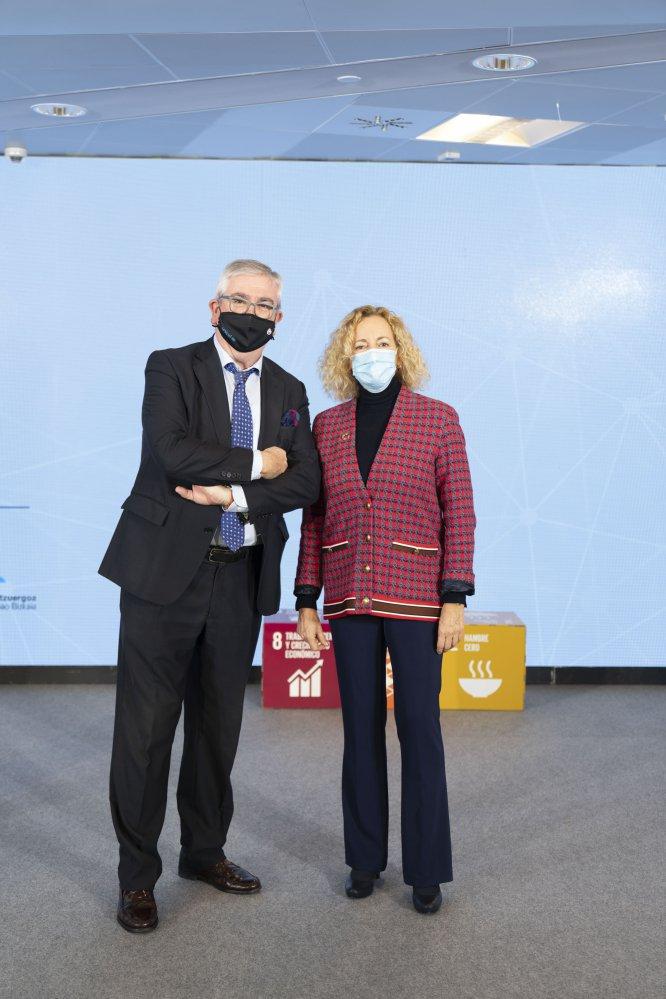 El presidente de UNICEF Comité País vasco, Isidro Elezgaray, y la directora de la Cadena SER en Euskadi, Begoña Marañón