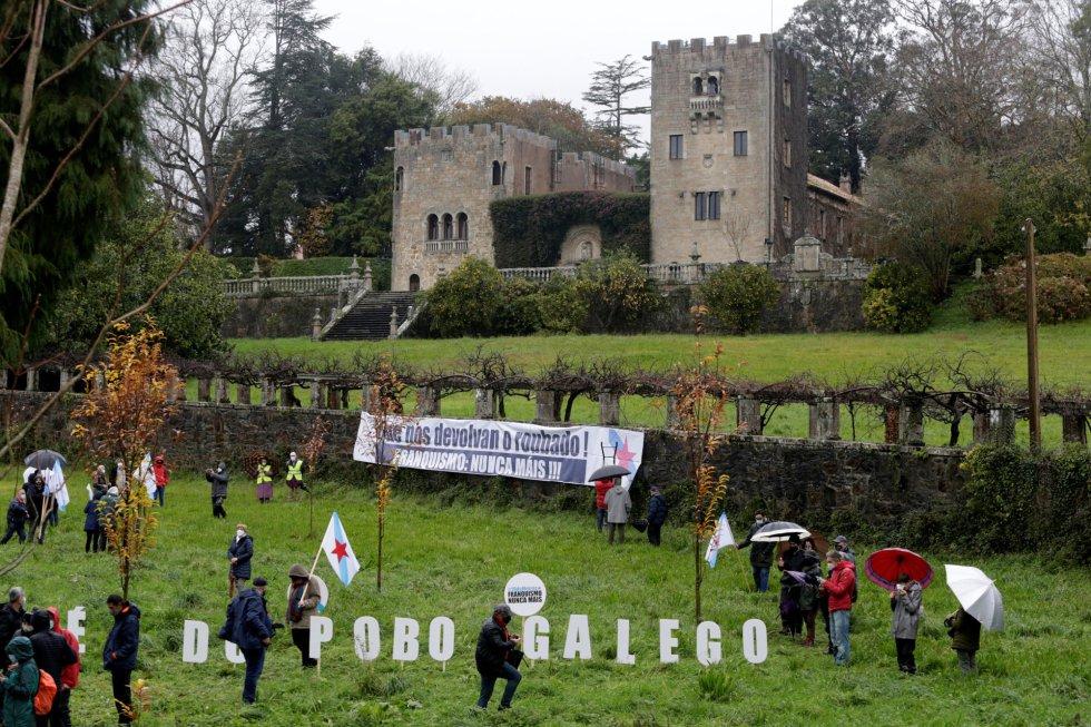 Los vecinos de Sada consideran que hoy se devuelve un inmueble que fue robado por los Franco.