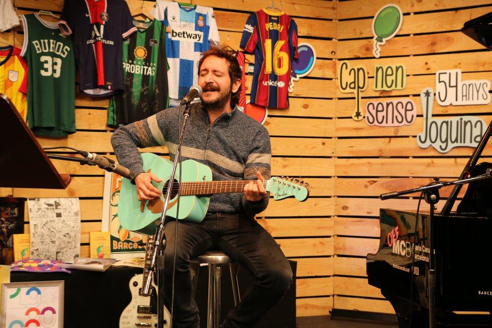 Litus va interpretar la cançó 'Me'n vaig a peu' de Joan Manuel Serrat