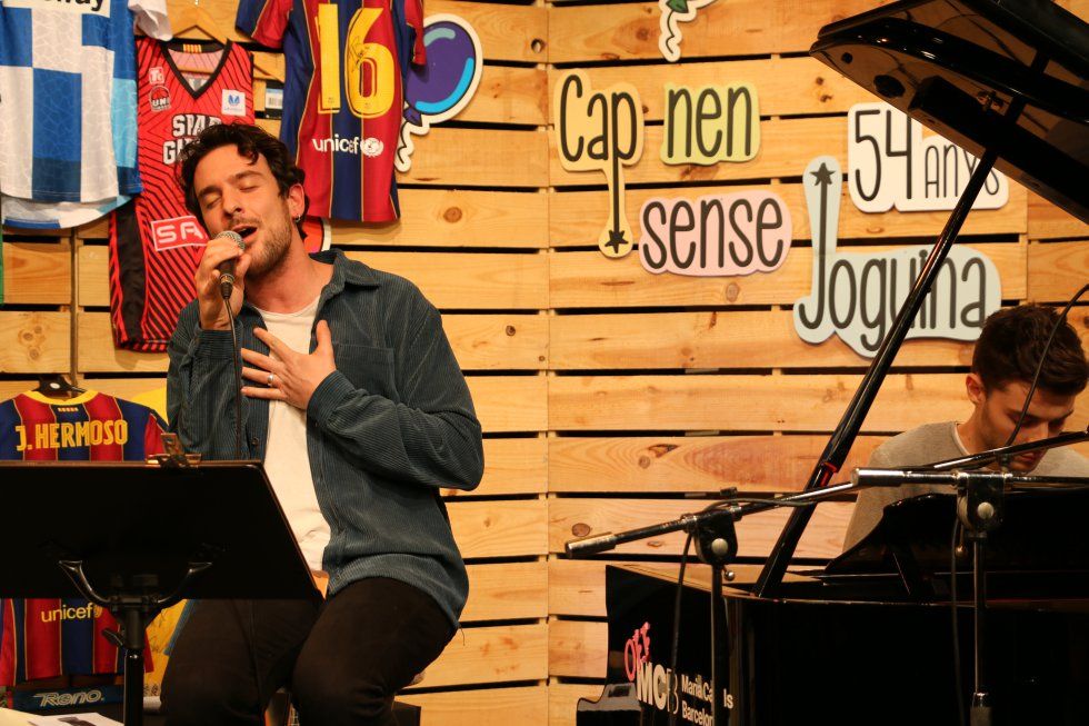 Víctor Arbelo amb Marc Font al piano van tributar a Pau Donés amb 'Depende'