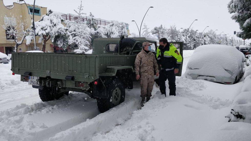 Dos URO de la Base Aérea de Getafe y seis todoterrenos del Acuartelamiento Aéreo se incorporaron a las labores de rescate en la ciudad getafense.