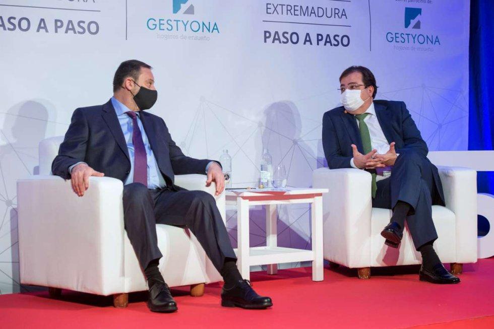 El ministro José Luis Ábalos con el presidente de la Junta de Extremadura, Guillermo Fernández Vara.
