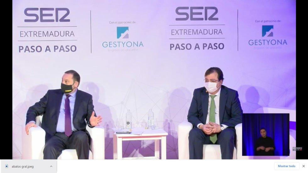El ministro José Luis Ábalos y el presidente de la Junta de Extremadura