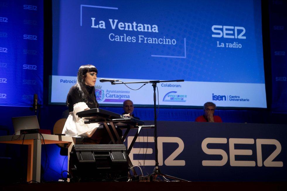 María de Juan también puso su voz en directo