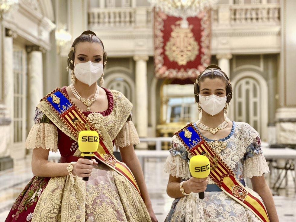 Fallas: Imágenes de la entrevista de Radio Valencia a las Falleras Mayores de Valencia