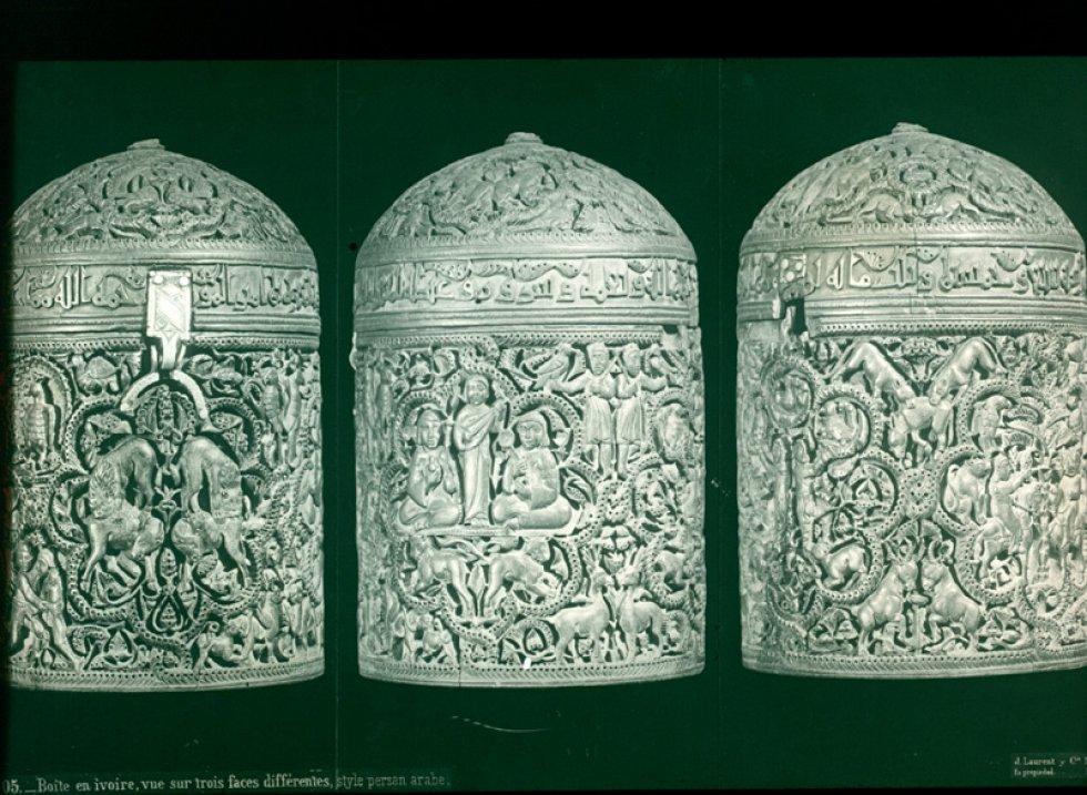 Boîte en ivoire, vue sur trois faces différentes, style persan árabe. Museo Arqueológico Nacional