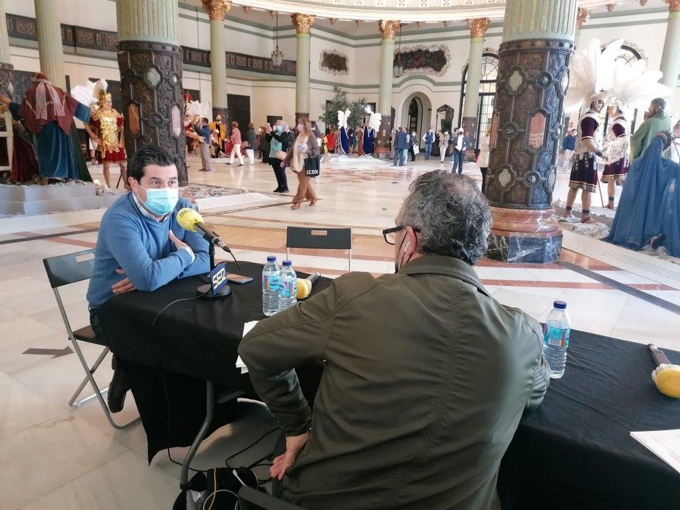 Paco García entrevista al director del Área de Fiestas Mayores, Carlos García Lara