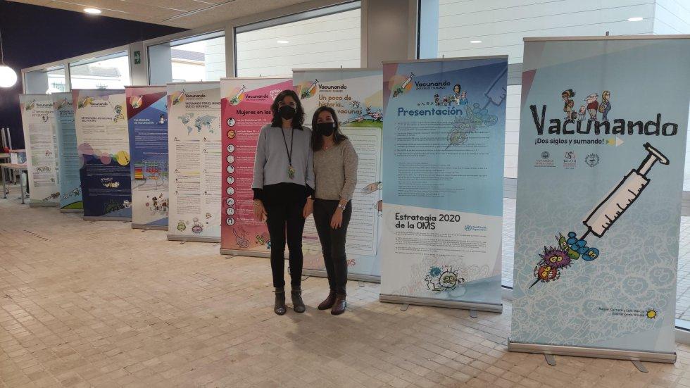 La vicedecana de la Facultad de Farmacia de Albacete, Gema Bláquez, y la doctora María Flores