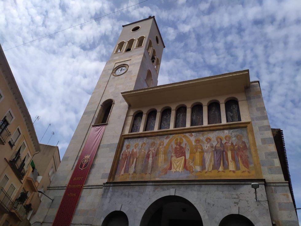 Portada de la Iglesia de San Antolín, desde donde cada año en Lunes Santo sale a la calle la procesión magenta