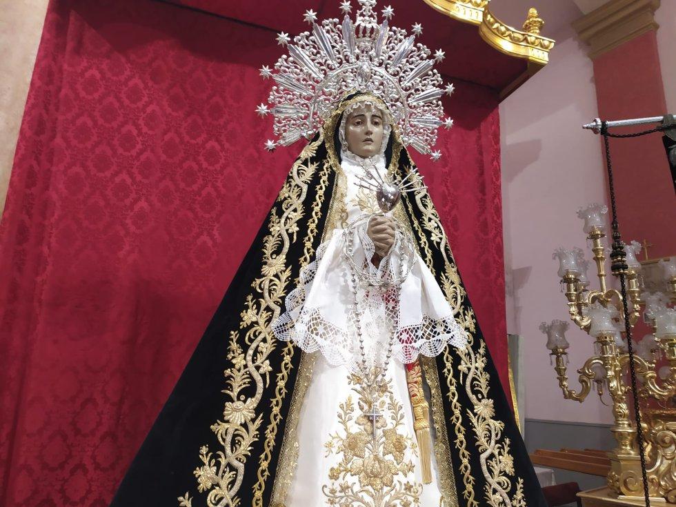 La imagen de la Virgen de la Soledad es la encargada de cerrar la procesión cada Lunes Santo en Murcia