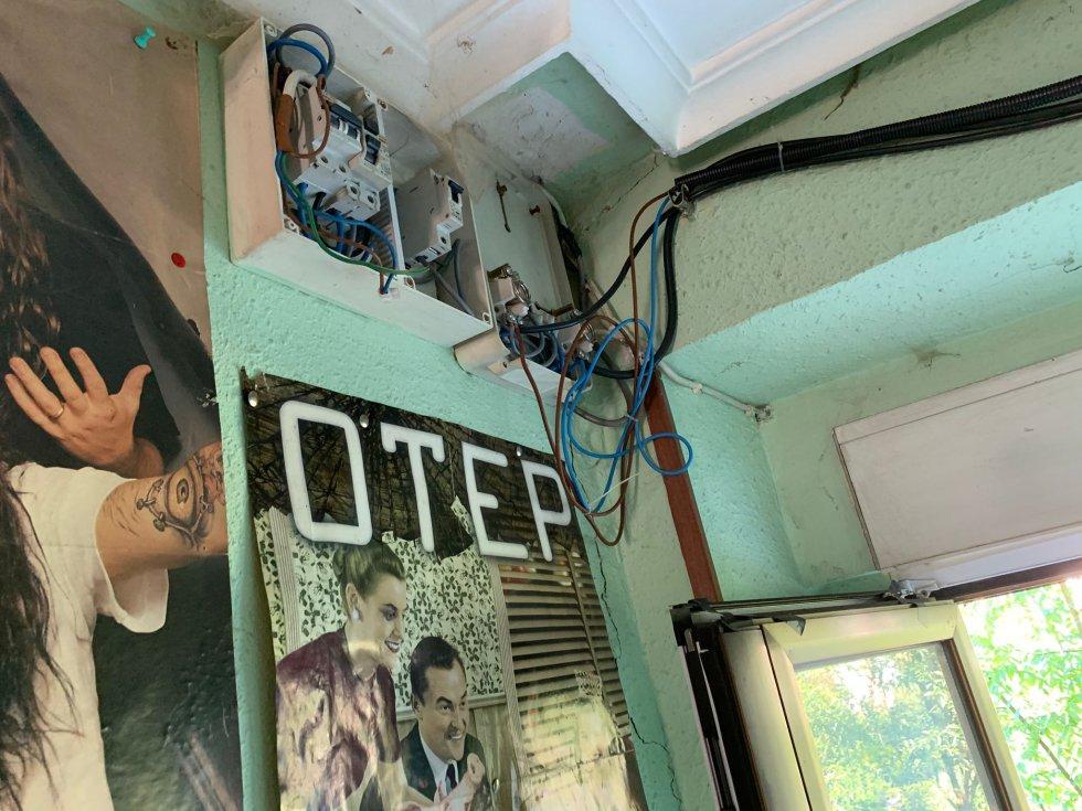 Okupas en Abadiño: Humedades, destrozos... Así es la casa por dentro