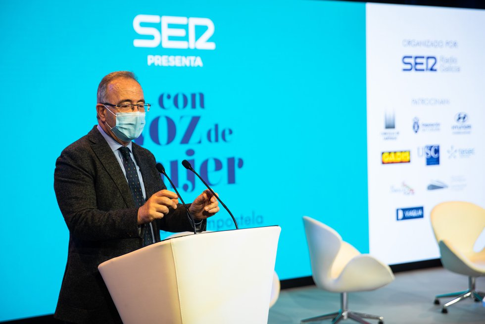 El alcalde de Santiago, Xosé Sánchez Bugallo, durante su intervención.