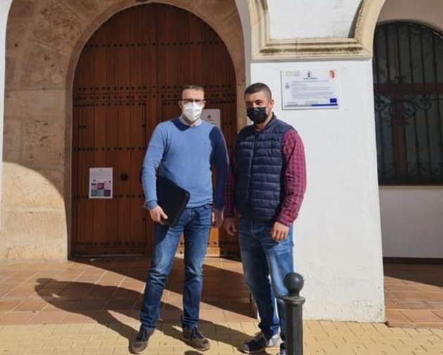 Guillermo Sacristán, alcalde de Los Hinojosos, y Virgilio Antón, delegado en Cuenca de Reto Demográfico