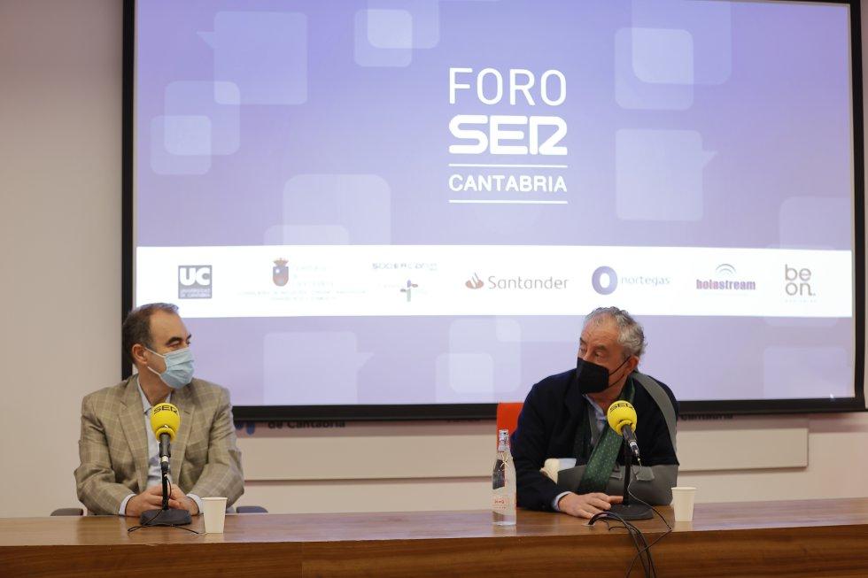 Marcos López Hoyos y Tomás Cobo durante la celebración de Foro Ser Cantabria.