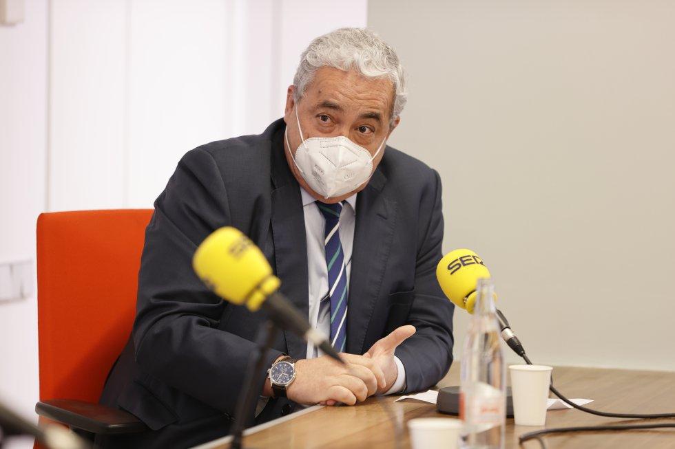 El presidente del colegio de médicos de Cantabria, Javier Hernández de Sande, ha sido el anfitrión de esta edición de Foro Ser Cantabria.